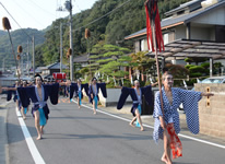 写真:神島神社の奴行列